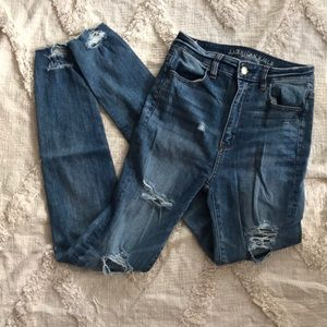 American Eagle High Wasted Jeans